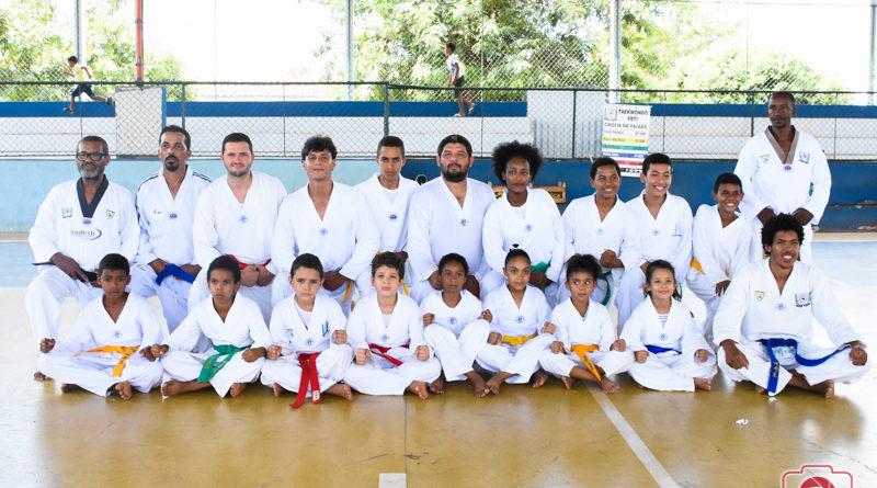 Academia de Taekwondo de Serra do Ramalho realiza exame de graduação